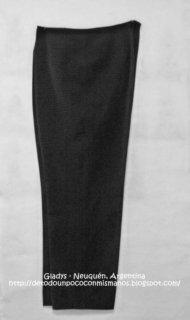 (42) 09/2013: Pantalón negro