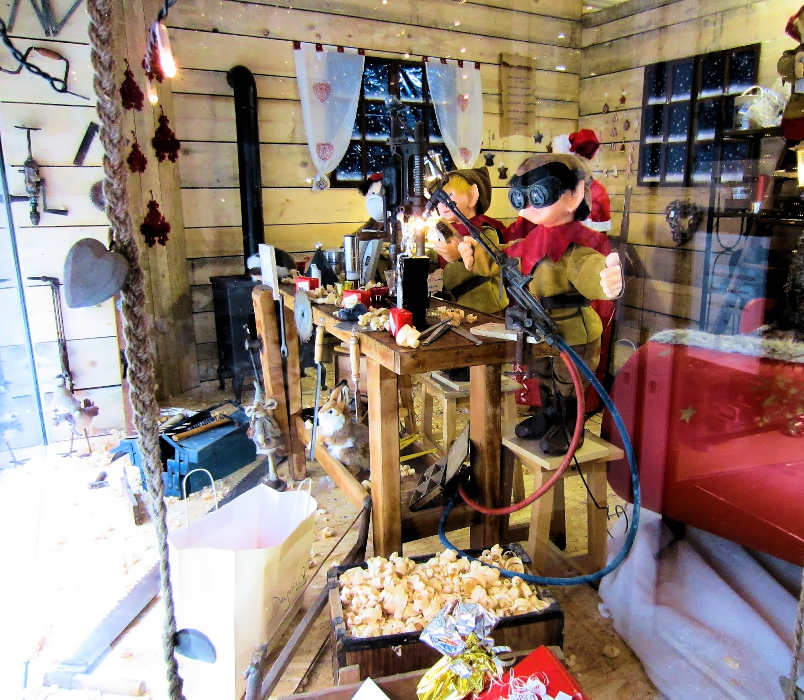Christmas in Provence - window shopping - Santas Elves are busying themselves here in Carpentras