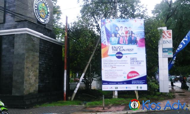 Pemasangan Baliho, T Banner, Umbul-umbul Trans TV di UM