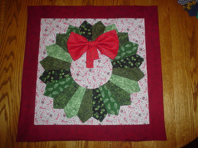 Quilt Pattern For Christmas Wreath : Sew How s This?: Holiday Wreath