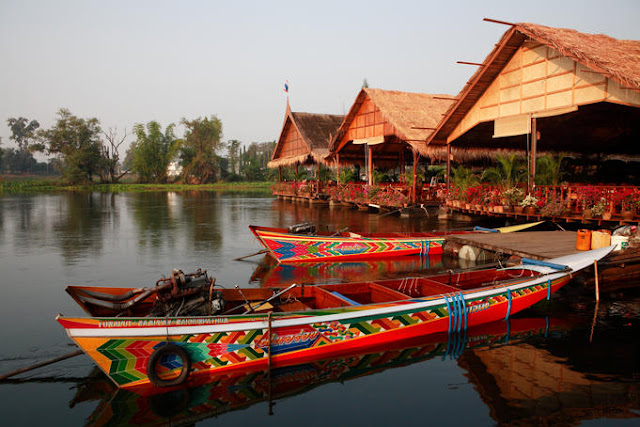 Holiday Fans travel the World RTW -family activities Budget Travel Kwai River in Thailand