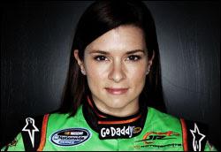 Danica Patrick sensual sexy ousada em busca de popularidade na NASCAR
