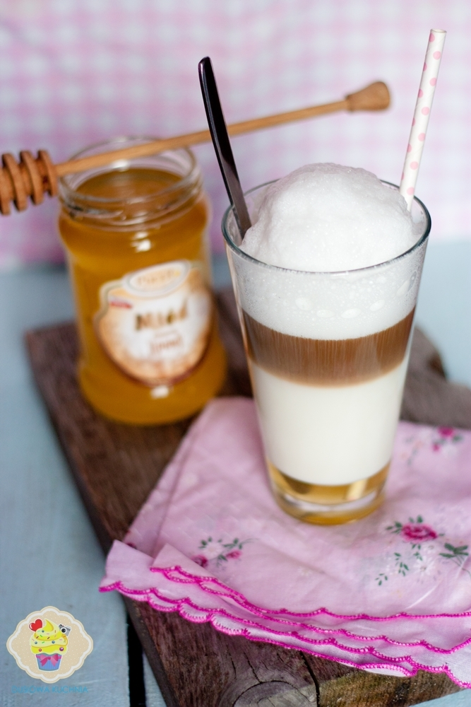 latte z miodem, kawa z miodem, zimowa kawa, zimowa latte z miodem