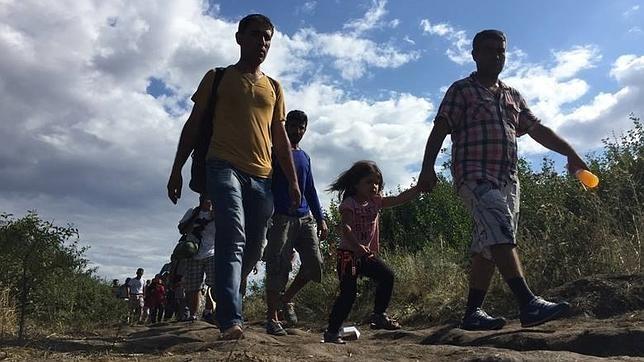 Hungría acelera la construcción de la valla ante la llegada masiva de inmigrantes