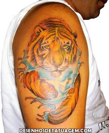 Tatuagem de tigre no braço
