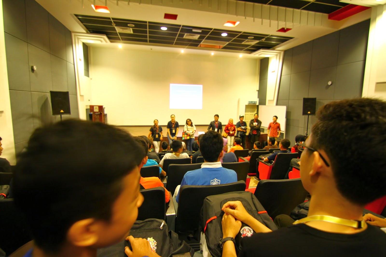 Sesi pitching kem pembangunan remaja kreatif di ASWARA
