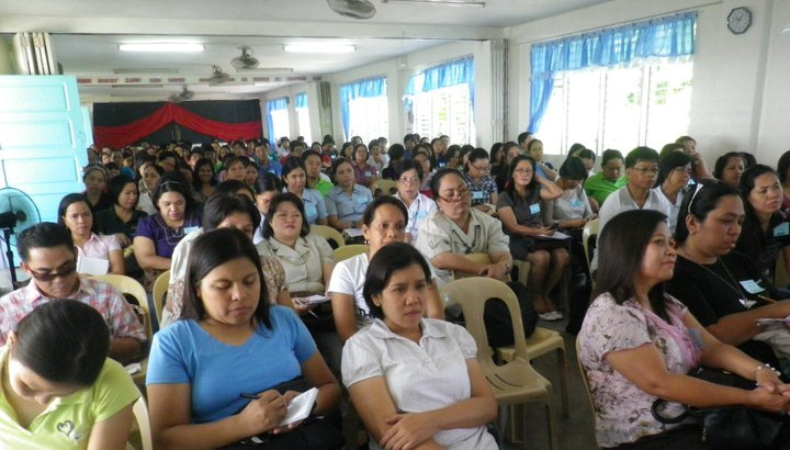 Ang humigit-kumulang 200 guro ng Filipino at Kasaysayan na dumalo sa