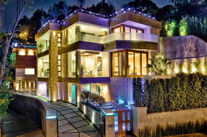 news dumper 3 storey mansion in the bachelor of los angeles