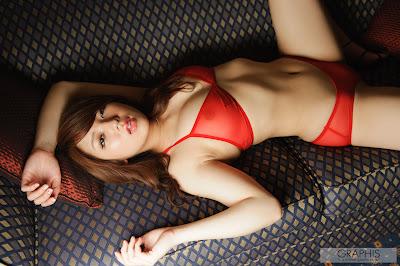 [Graphis] Shiori Kamisaki - Calendar 2012 01
