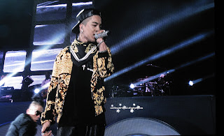 big bang k pop galaxy tour at prudential center taeyang Dong Young-bae singing blue