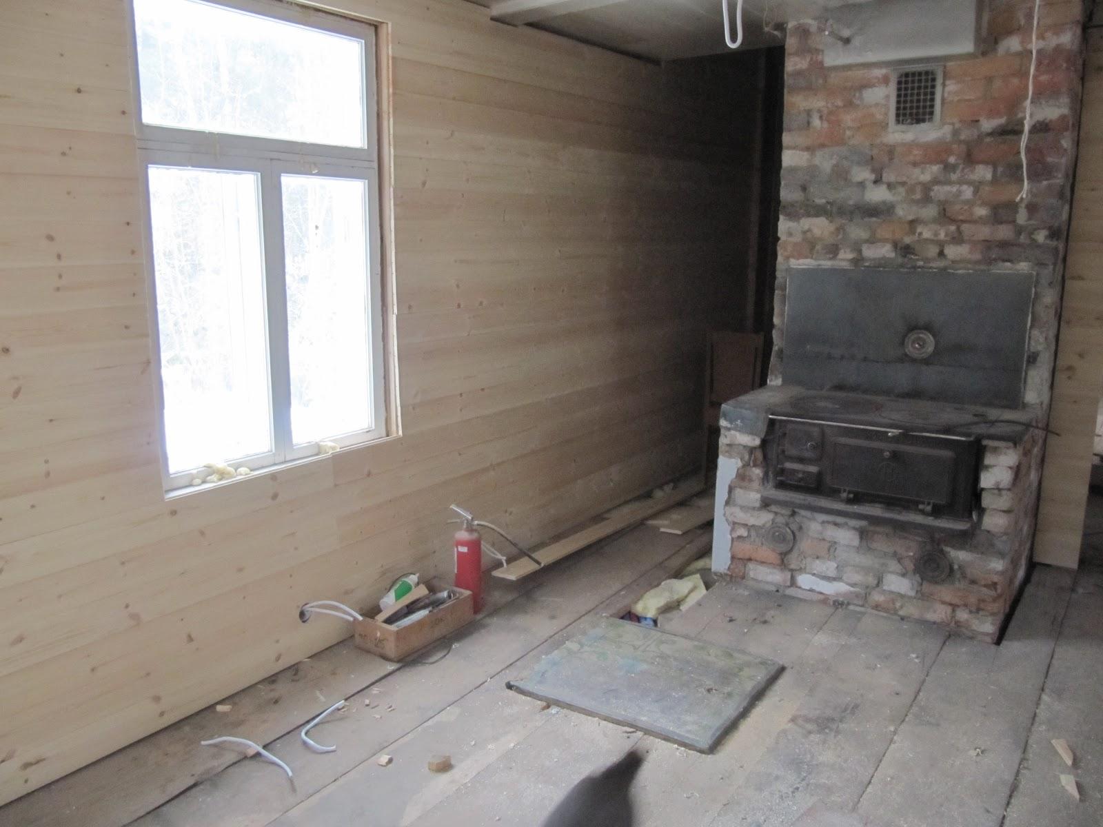 Signes hus: panel och grävmaskin