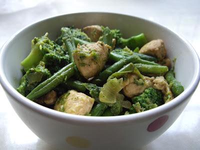 Znalezione obrazy dla zapytania kurczak z zielonymi warzywami