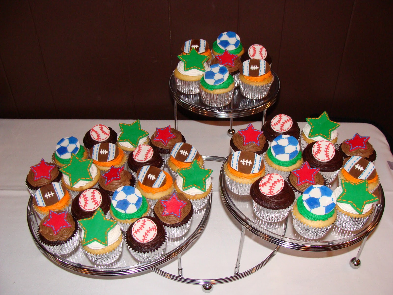 Sweet Treats by Bonnie: Sports Themed Cupcakes
