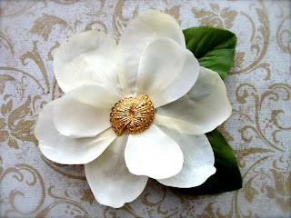 fascinator hair clip flower ivory with vintage gold center