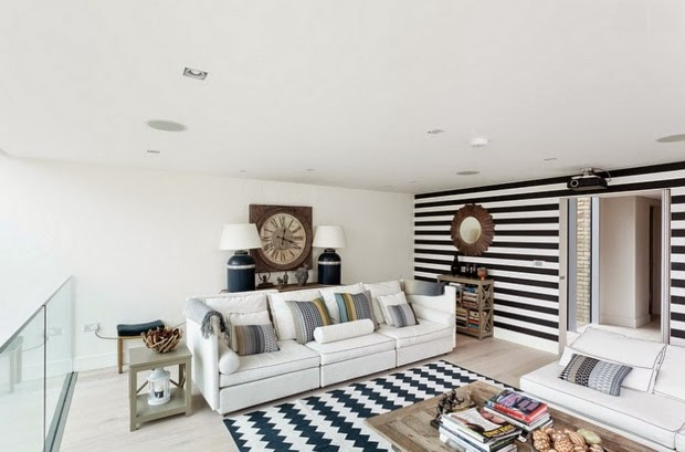 Horizontal Stripped Wall Paint Design Black And White Lounge