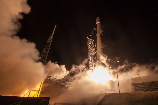 Falcon 9 rocket launches with ORBCOMM's OG2 satellites on Dec. 21, 2015. Credit: SpaceX