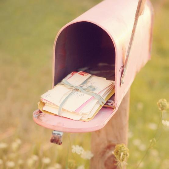 buzón de cartas rosa