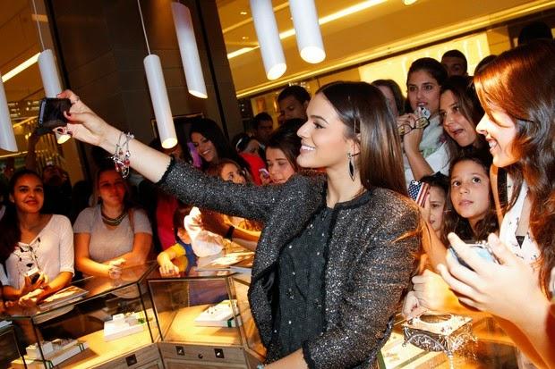 Bruna Marquezine marcou presença em evento de moda e solidariedade