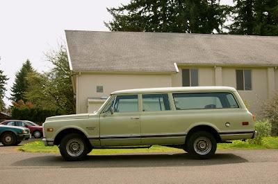 1970-Chevrolet-Chevy-Suburban-Custom-20-8-350-SUV 2