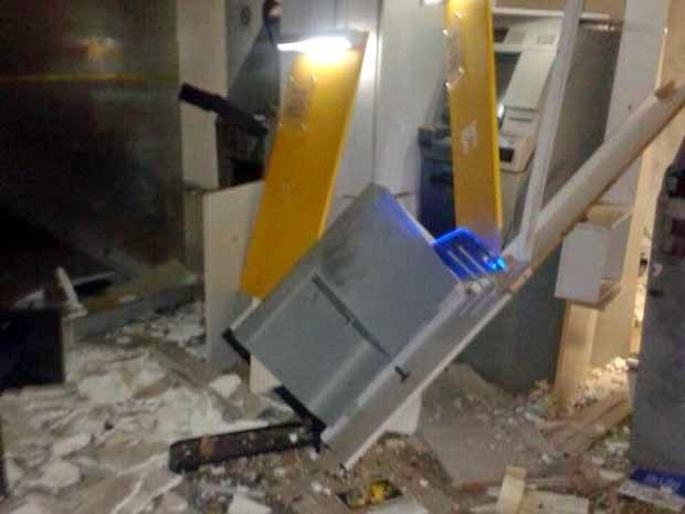 Caixas eletrônicos do Banco do Brasil foram explodidos neste sábado (Foto: Edivaldo Braga / Blog do Braga)