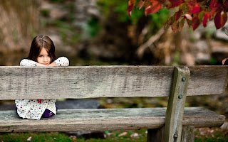 Mood Kids Photo Girl Look Park Forest Smile Sitting Bench HD Love Wallpaper