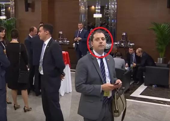 Lelaki misteri muncul ketika Obama dan Putin berbincang