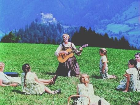 maria_hills_guitar_children_singing_less