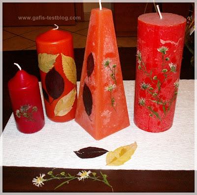 Kerzen mit Blüten und Blättern verziert