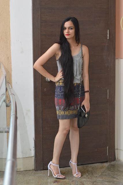 grey skirt, how to wear grey, indian fashion blogger, mumbai fashion blogger, street shopping, shopping at fashion street, mumbai streetstyle, grey vest, how to wear an all grey outfit, how to wear grey without being boring
