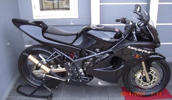 Variasi Motor Kawasaki Ninja Rr terbaru