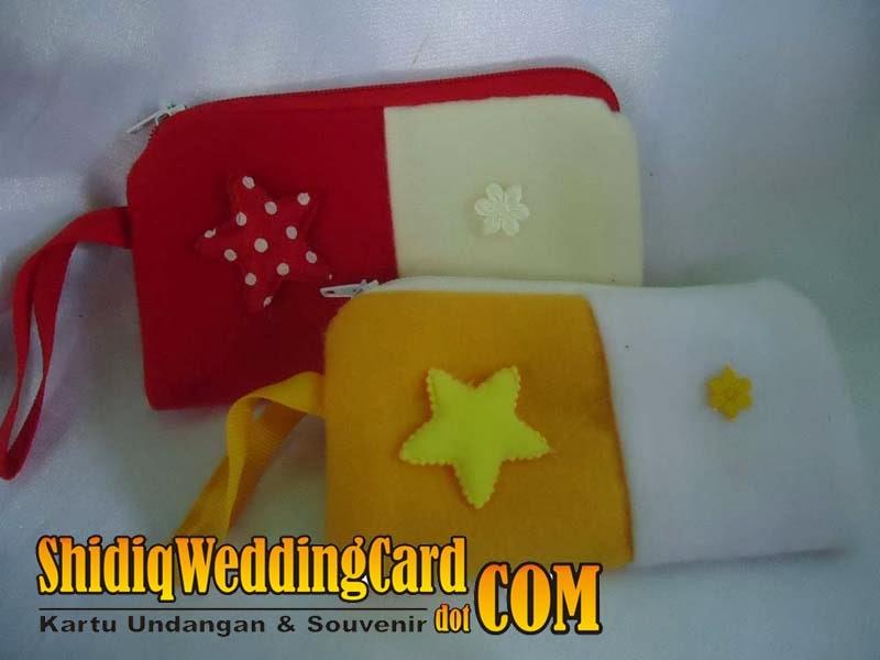 http://www.shidiqweddingcard.com/2014/02/souvenir-dompet-hp.html