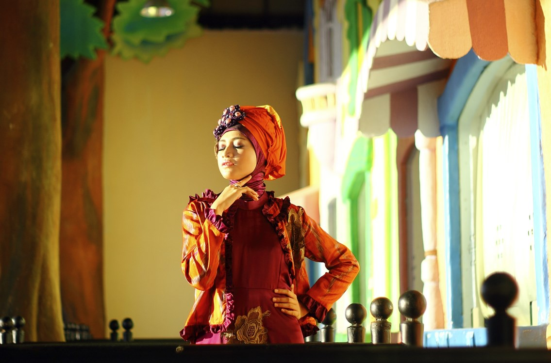 Hunting Foto Model Modern Hijab Ikshan Colly dan Donna Model Agency tembus pandang