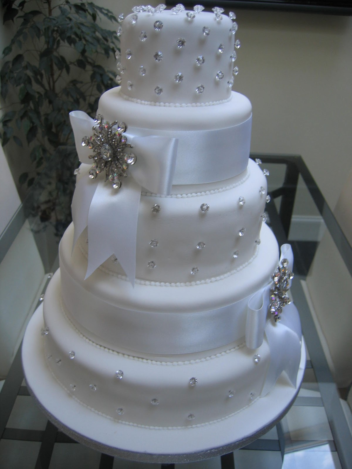 Wedding cakes images with bling