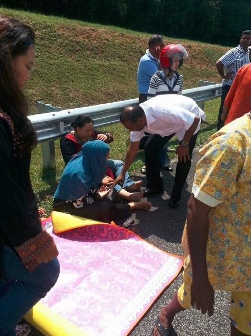 Timbalan Menteri Belia dan Sukan bantu mangsa kemalangan