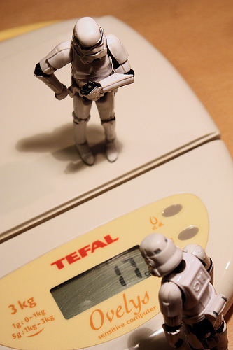 Hilarious picture of star war soldiers watching their weight on the weighing scale.