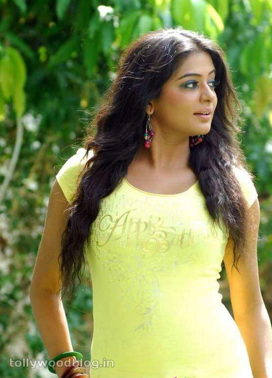 Priyamani Latest Photos In Yellow TShirt cleavage