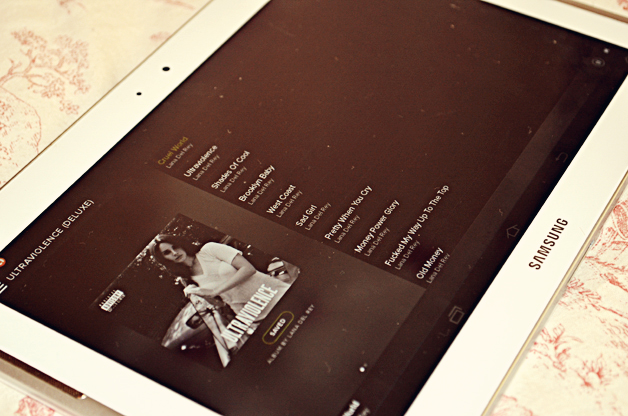 lana del rey, uk fashion blog, samsung galaxy tab, spotify, music, pastel