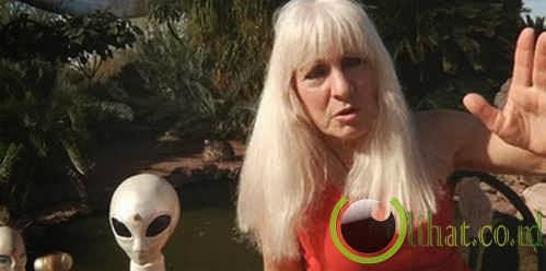 Mengaku 2/3 alien dan 1/3 manusia