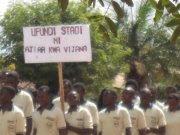 Wanafunzi wa chuo cha ufundi stadi(Veta) wakiwa kwenye maandamano.