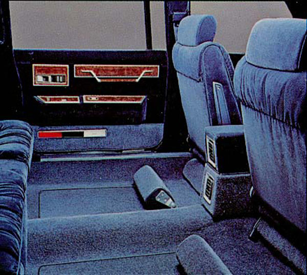 ///KarzNshit///: '84 Chrysler K Car Limousine