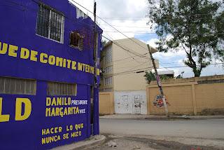 Sociedad de padres de Cancino Adentro piden a JCE cerrar local frente a escuela pública