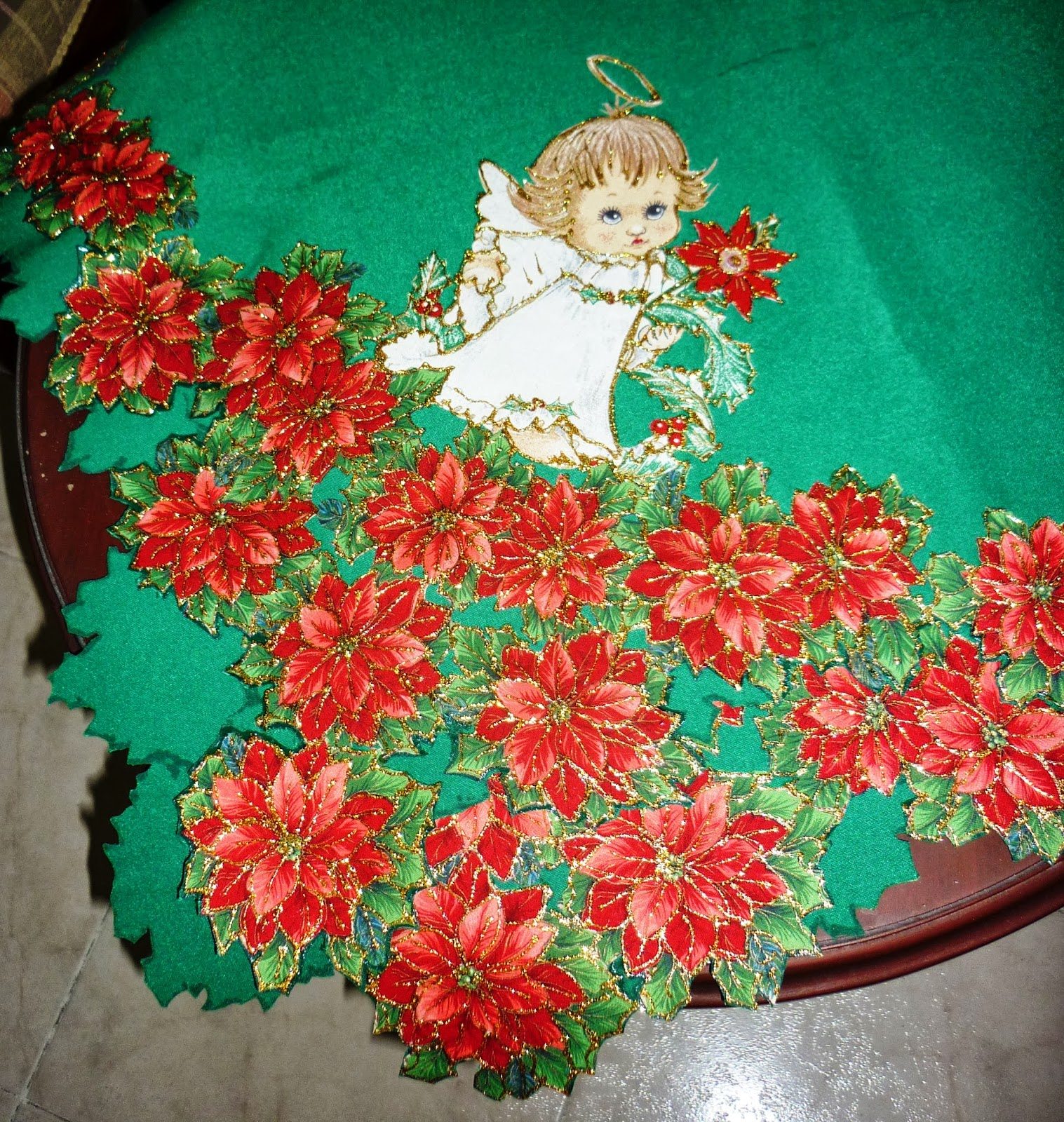 Desarrollando ideas mantel de angelitos - Manteles de mesa bordados ...
