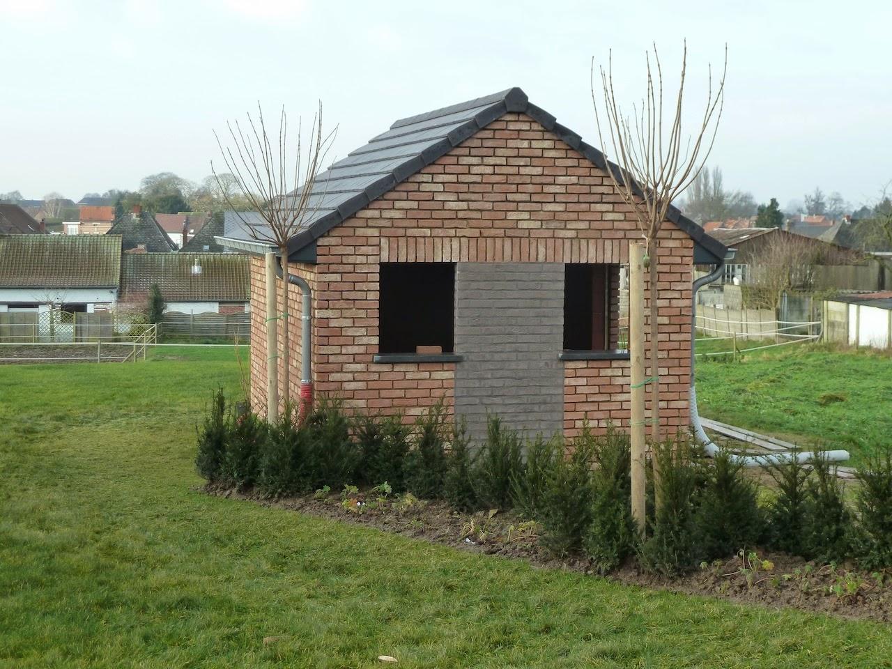 La construction de notre maison abri de jardin for Construction jardin