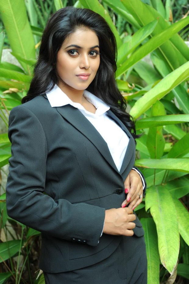 Poorna latest photo shoot