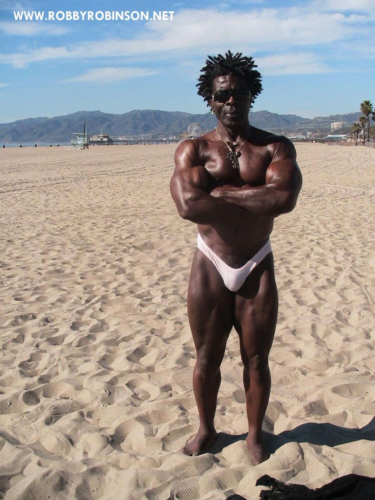Robby Robinson - Weider Bust Pose, Venice Beach ● www.robbyrobinson.net/dvd_built.php ●