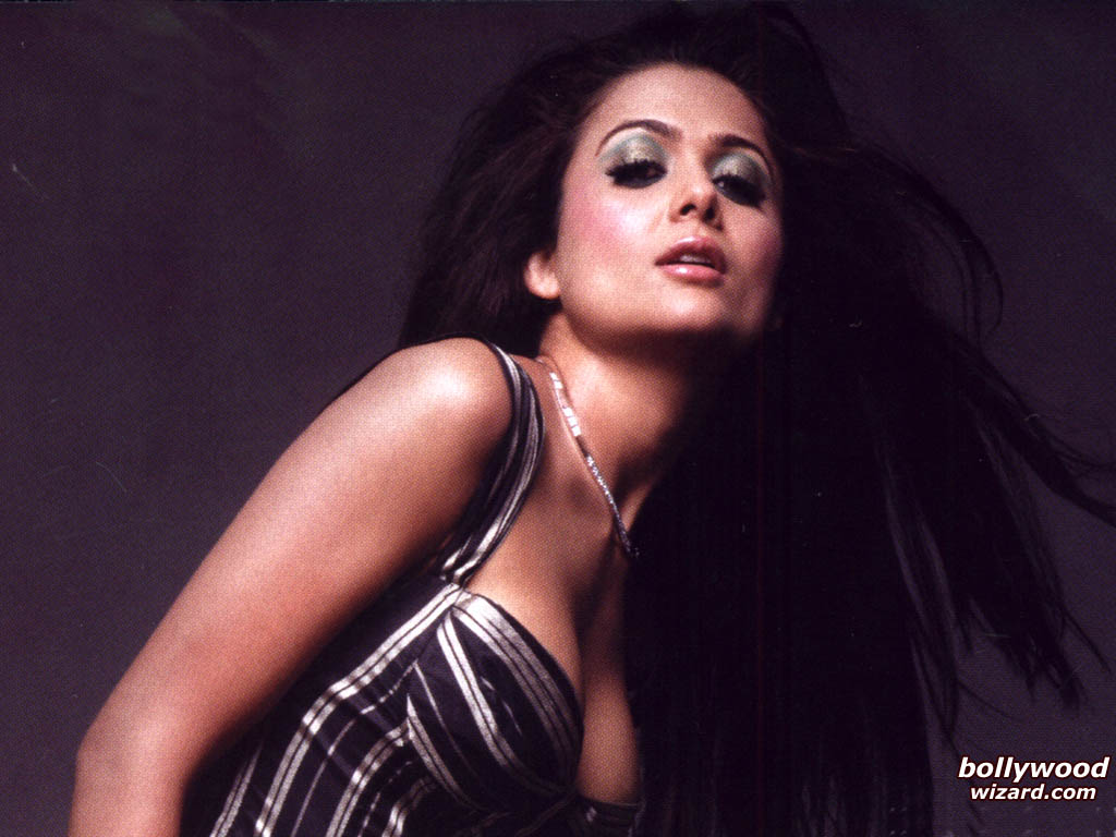 amrita arora hd wallpapers hot photo amp images for your