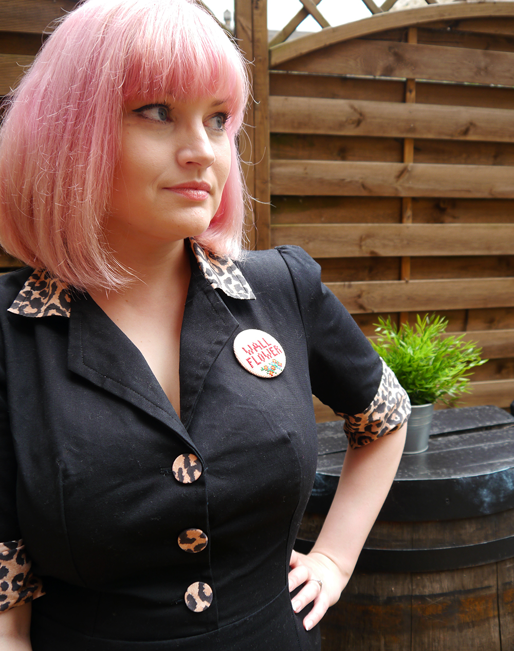 Tara Starlet, leopard print, pink hair, Cilla Black style, doughnut, novelty handbag, big bangs, retro style, Scotstreetstyle, magasinxstitch, Lady Muck of Whitstable, Metropolitan Fashion Show