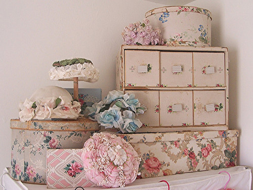 vintage shabby chic hatbox inspiration 2012 i heart shabby chic. Black Bedroom Furniture Sets. Home Design Ideas