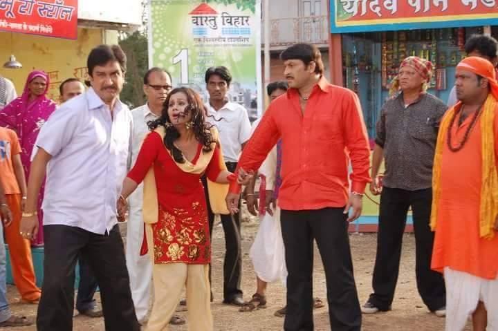Manoj Tiwari, sanjay Panday and Gunjan pant Yadav Pan Bhandar Shooting pic