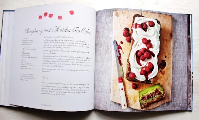 raspberry and matcha tea magic cake